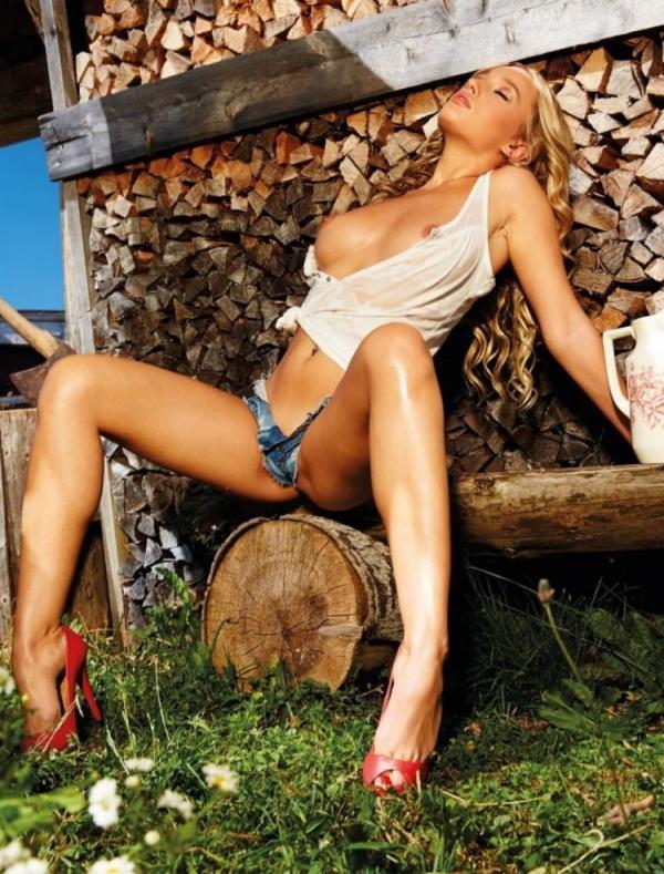 Karolina Witkowka Nude
