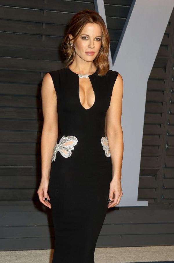 Kate Beckinsale Sexy Pics 16