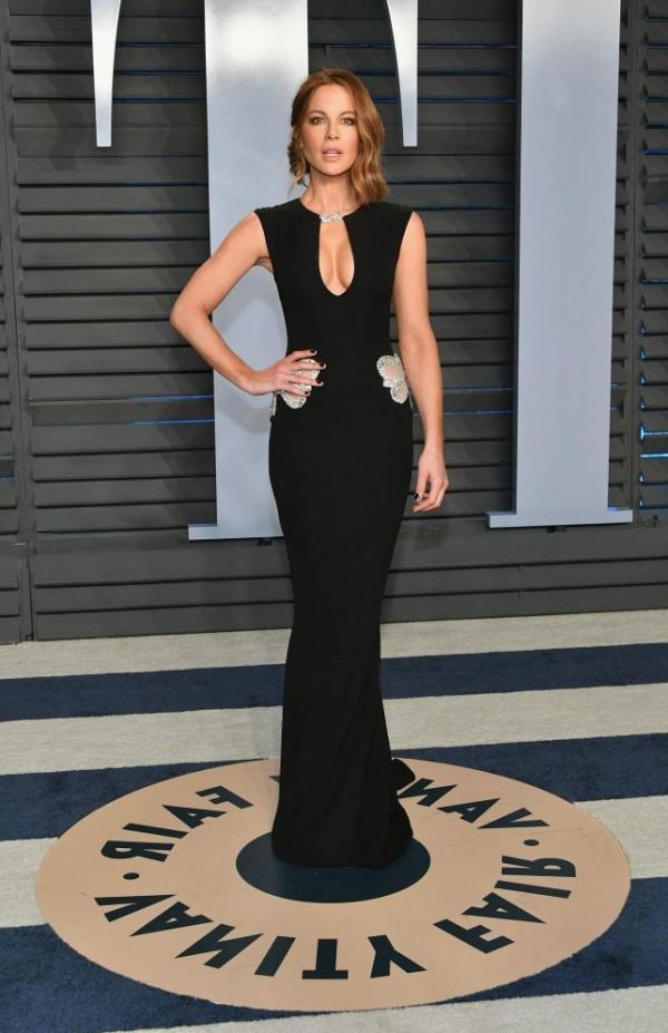 Kate Beckinsale Sexy Pics 18