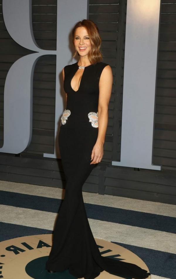Kate Beckinsale Sexy Pics 22