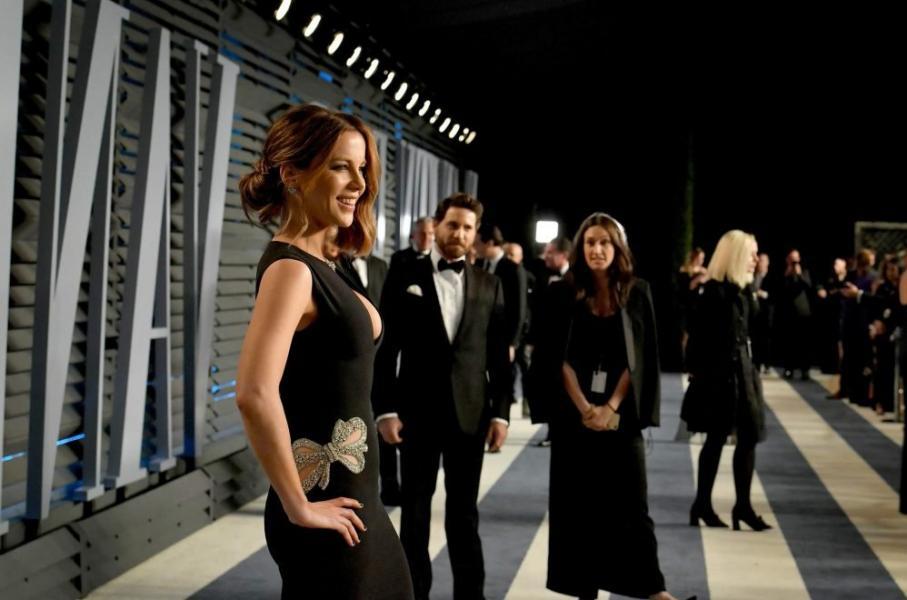 Kate Beckinsale Sexy Pics 37