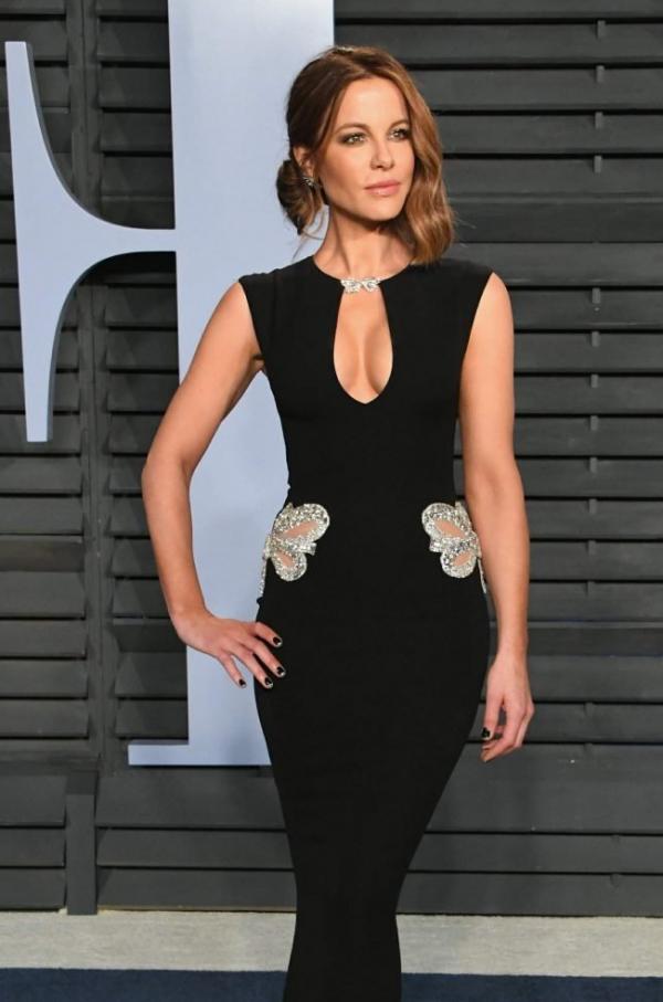 Kate Beckinsale Sexy Pics 39
