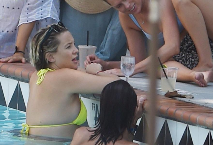 Kate Hudson Sexy Pics 36