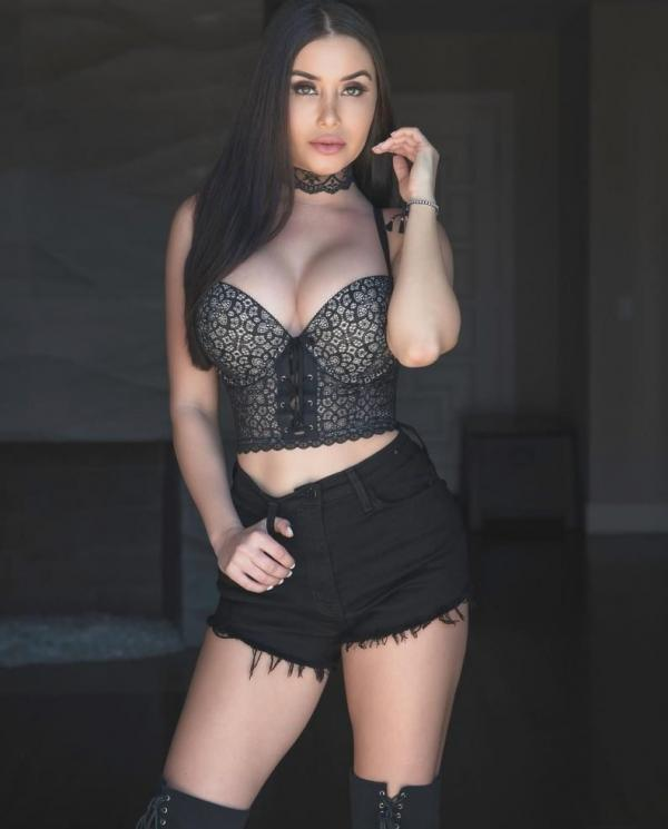 Laura Marie Sexy Fappening Photos 13