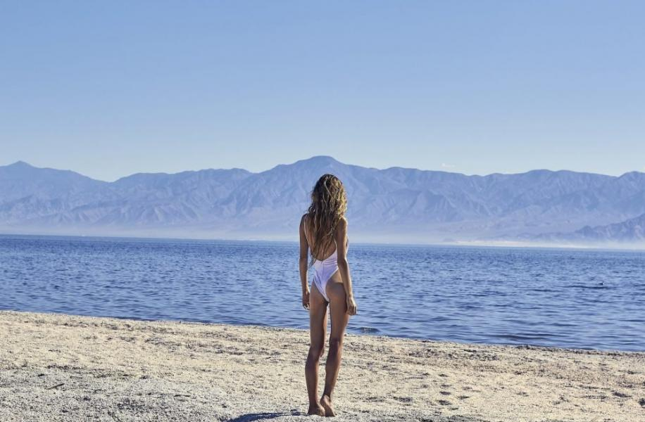 Lauren Hurlbut Sexy Topless Photos 11