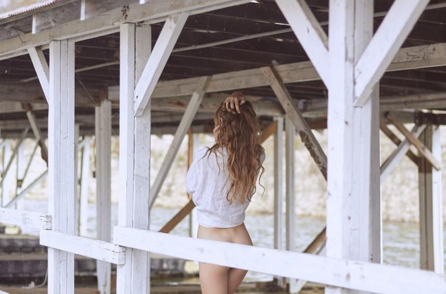 Lauren Hurlbut Sexy Topless Photos 25