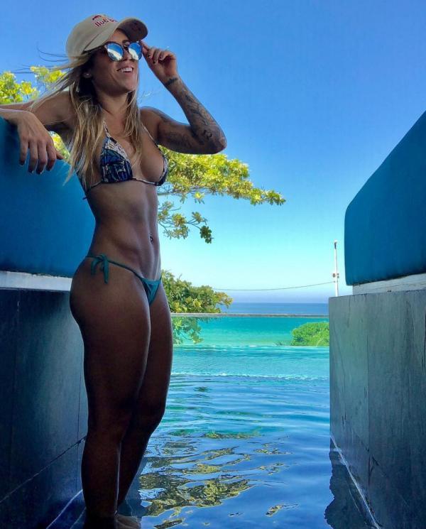 Leticia Bufoni Nude Sexy Photos 24