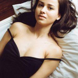 Leticia Peres Topless Photos 4