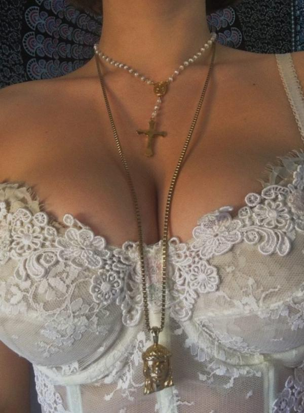 Lia Marie Johnson Sexy Pics 5