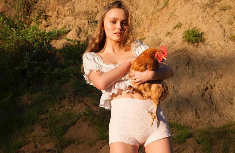 Lily Rose Depp Sexy Topless Photos 5