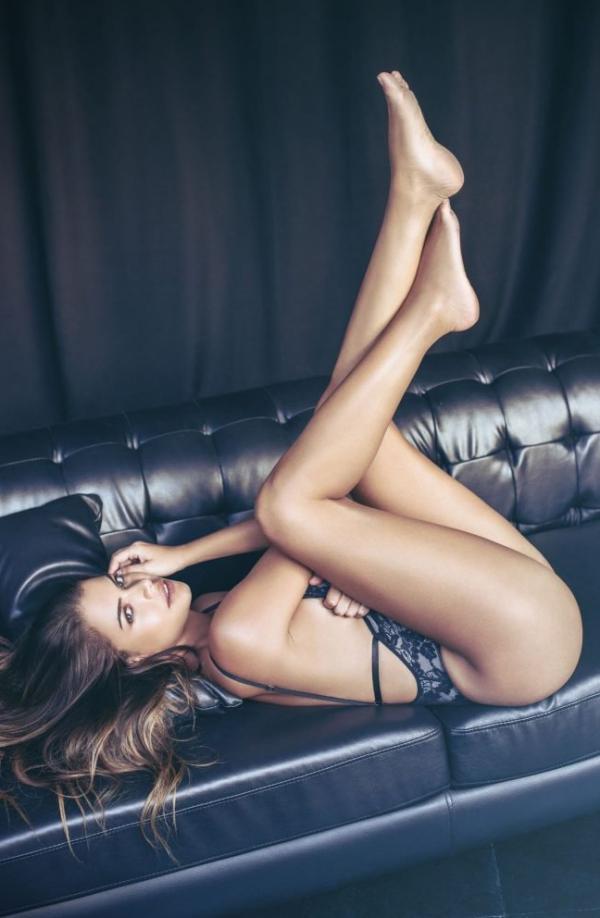 Linda Palacio Nude Sexy Photos 12