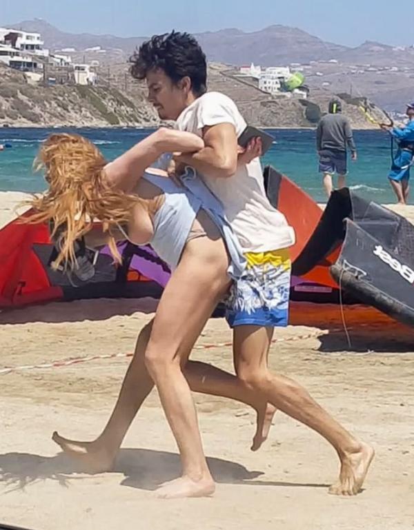 Lindsay Lohan Tit Slip Photos 12