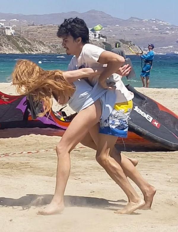 Lindsay Lohan Tit Slip Photos 14