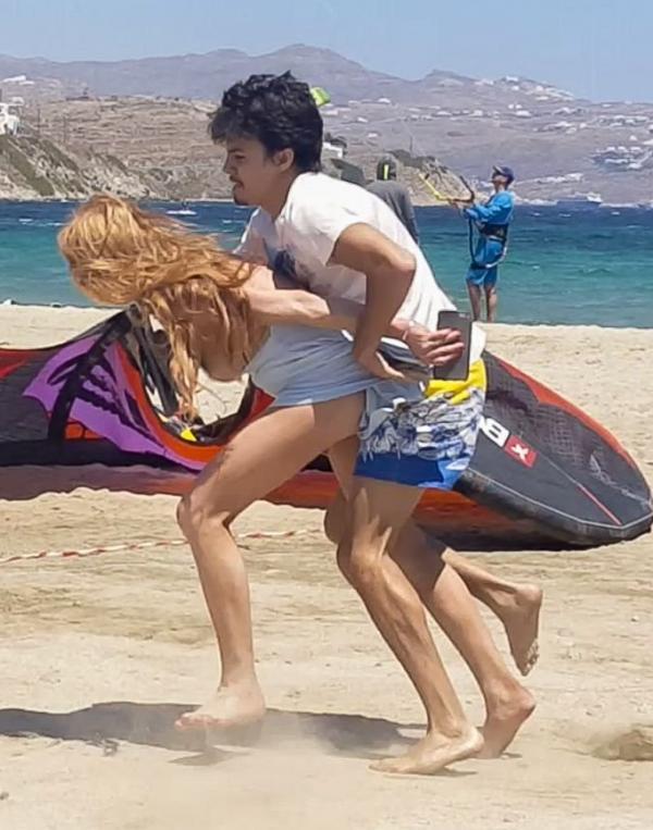 Lindsay Lohan Tit Slip Photos 15