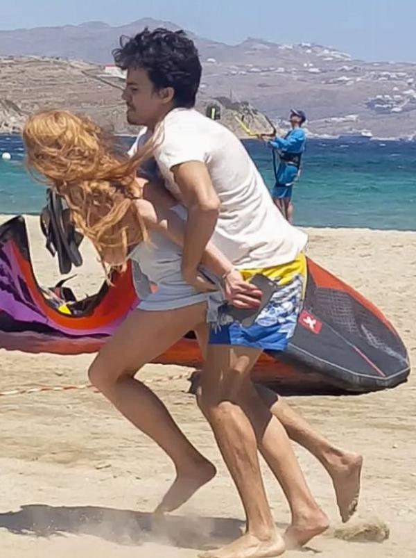 Lindsay Lohan Tit Slip Photos 17
