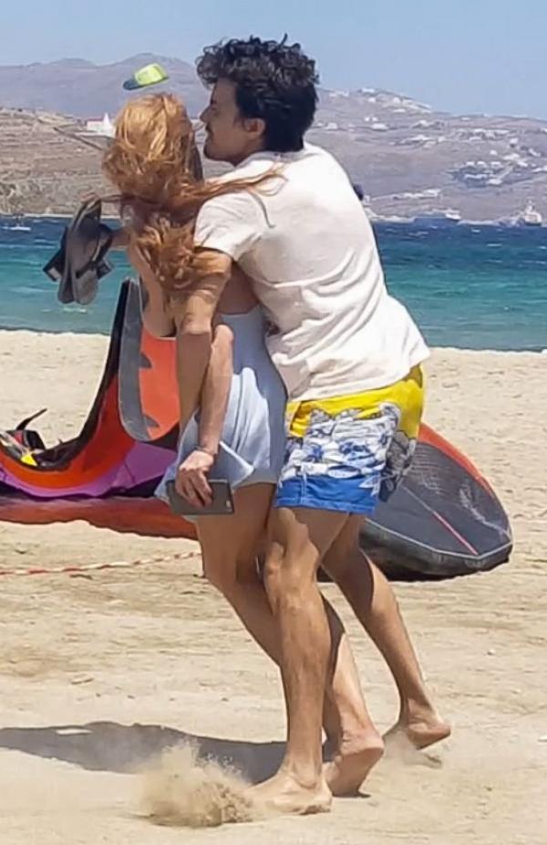 Lindsay Lohan Tit Slip Photos 19