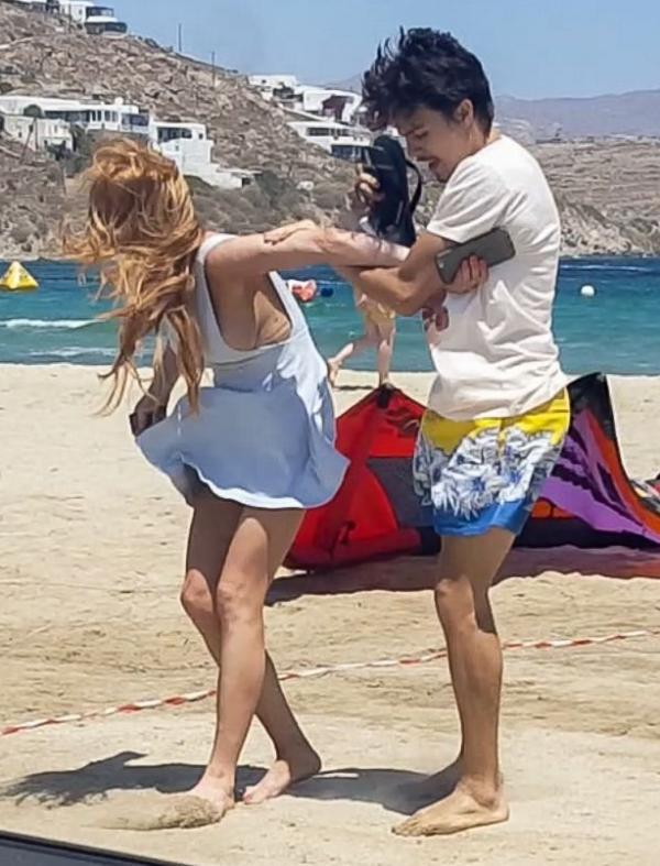 Lindsay Lohan Tit Slip Photos 22