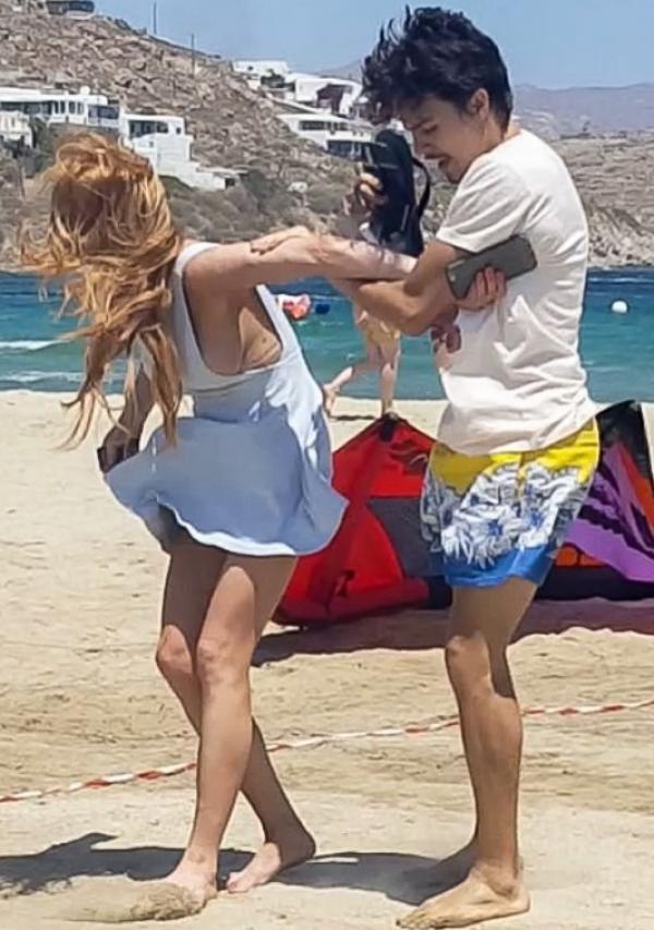 Lindsay Lohan Tit Slip Photos 23