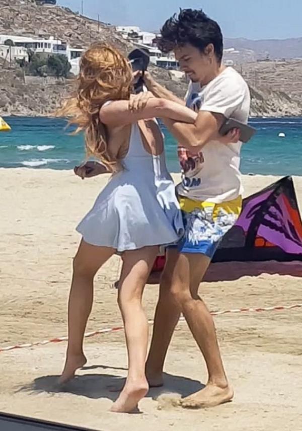 Lindsay Lohan Tit Slip Photos 4
