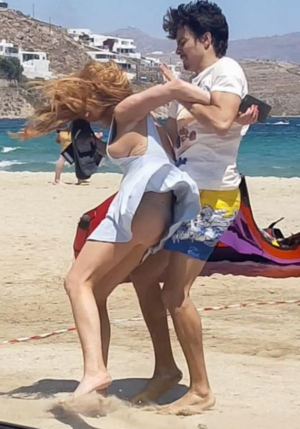Lindsay Lohan Tit Slip Photos 6