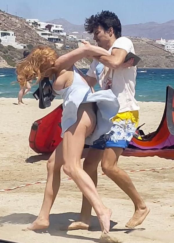 Lindsay Lohan Tit Slip Photos 8