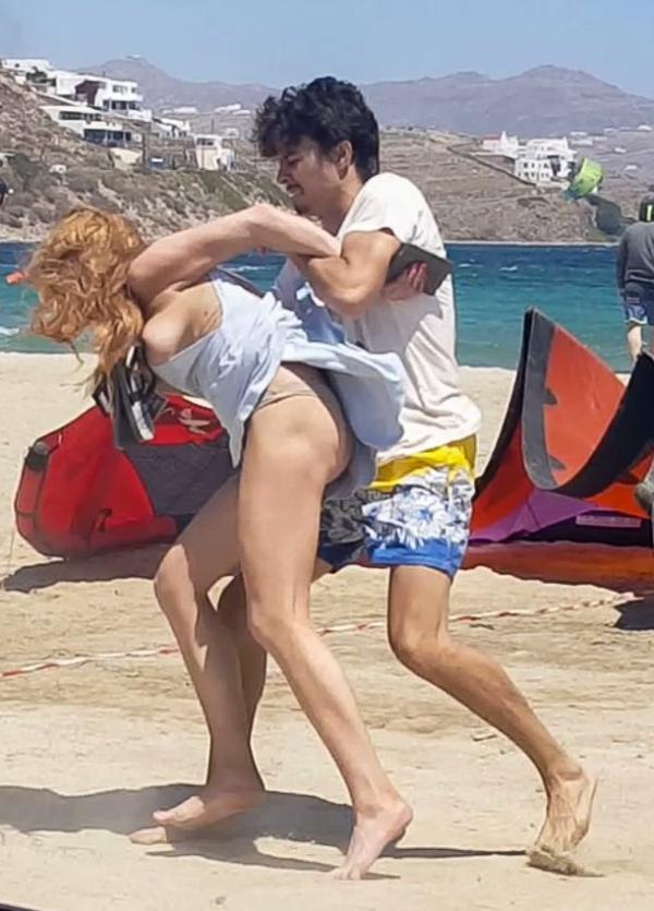 Lindsay Lohan Tit Slip Photos 9