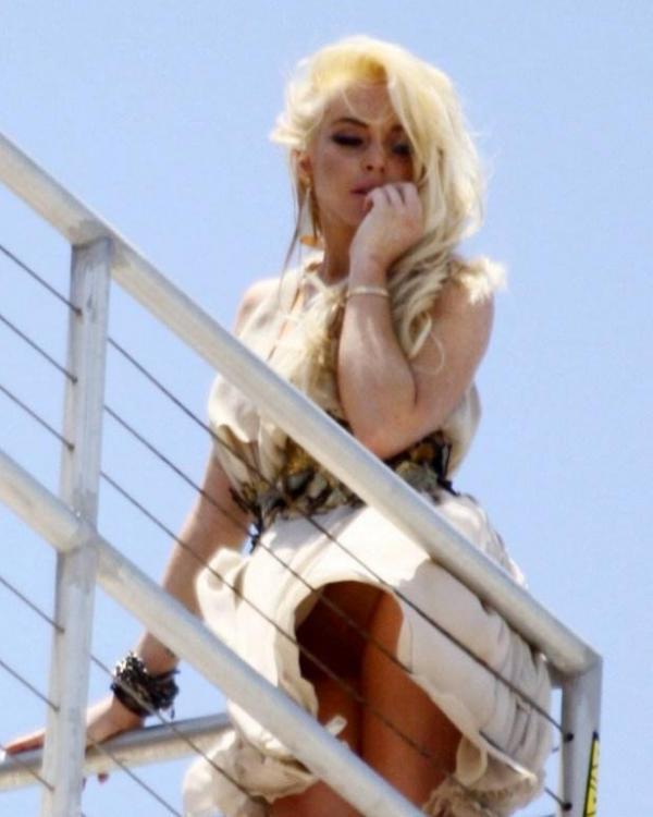 Lindsay Lohan Upskirt Photos 1