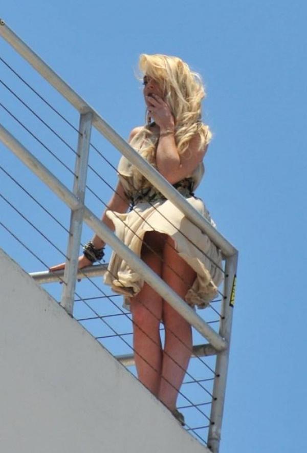 Lindsay Lohan Upskirt Photos 10