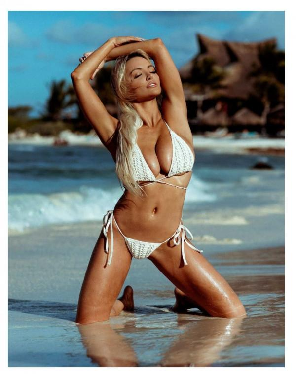Lindsey Pelas Nude The Fappening Photos 12