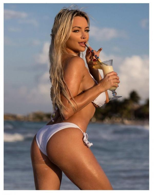 Lindsey Pelas Nude The Fappening Photos 17
