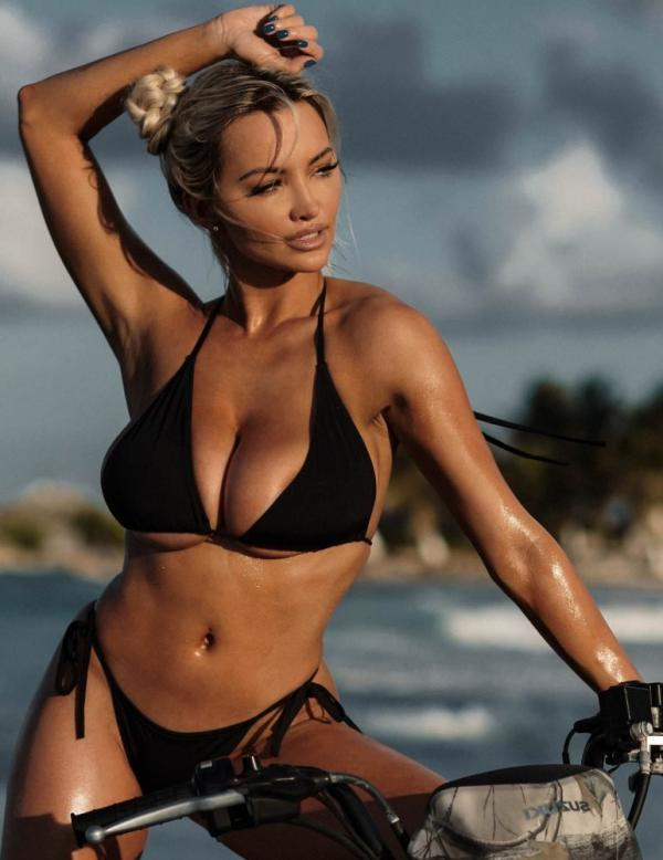 Lindsey Pelas Nude The Fappening Photos 3