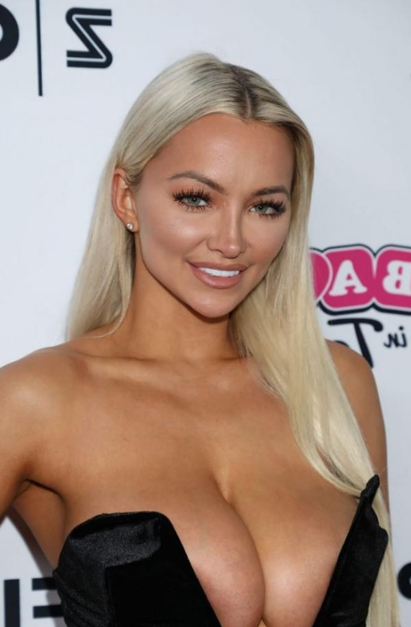 Lindsey Pelas Shows Off Her Huge Boobs For All Photos 1