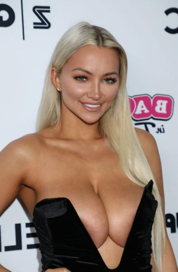Lindsey Pelas Shows Off Her Huge Boobs For All Photos 2
