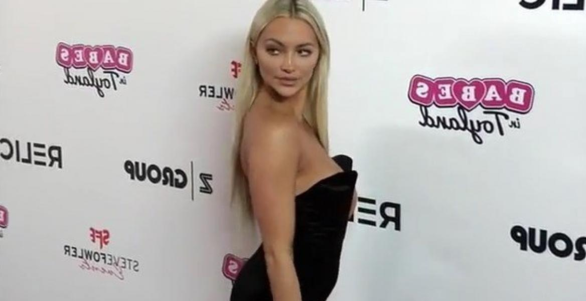 Lindsey Pelas Shows Off Her Huge Boobs For All Photos 33