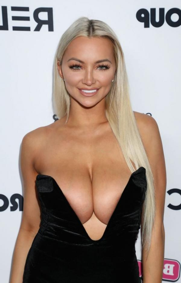 Lindsey Pelas Shows Off Her Huge Boobs For All Photos 6