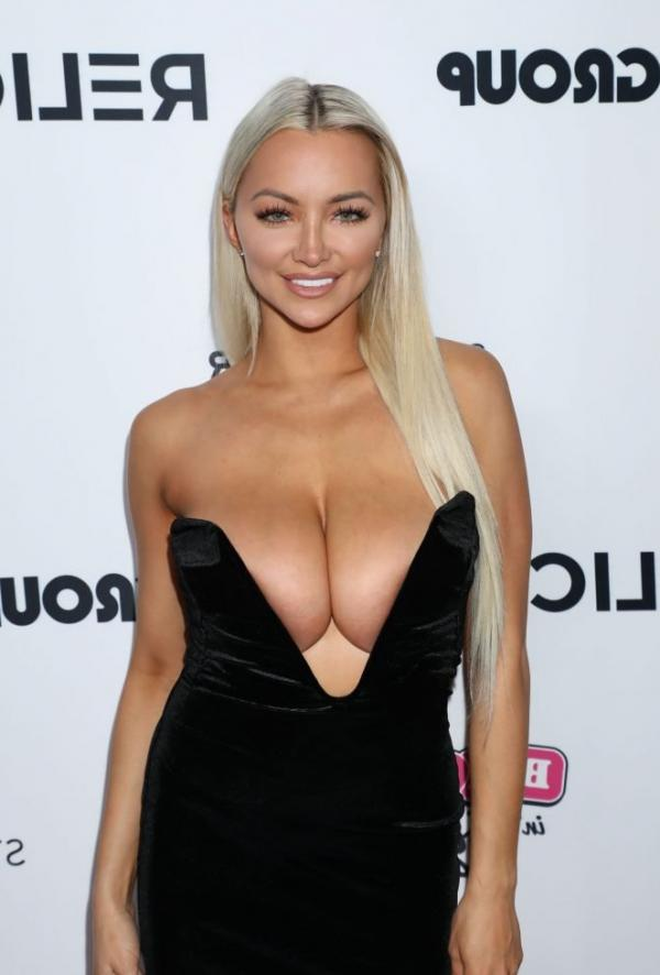 Lindsey Pelas Shows Off Her Huge Boobs For All Photos 7