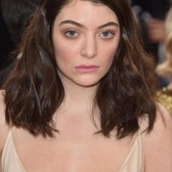 Lorde Braless Photos 5