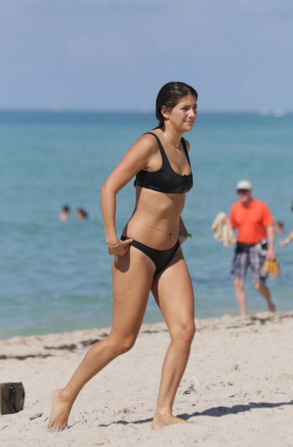 Lucinda Aragon Sexy Topless Photos 17