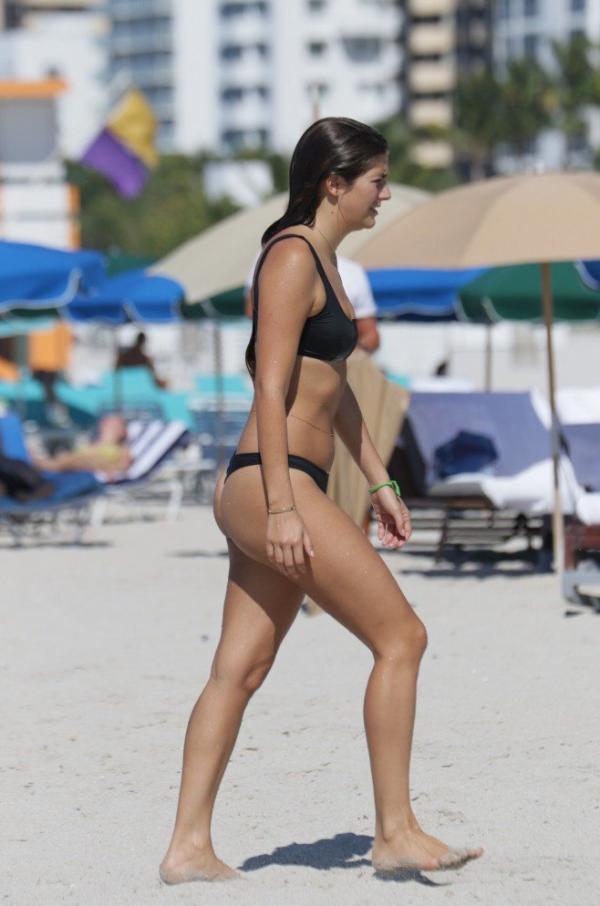 Lucinda Aragon Sexy Topless Photos 25