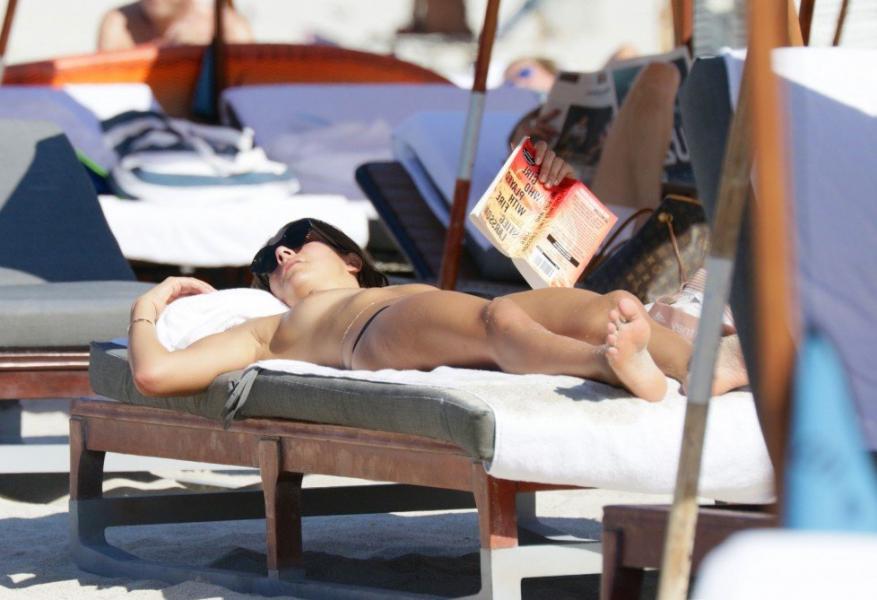 Lucinda Aragon Sexy Topless Photos 31