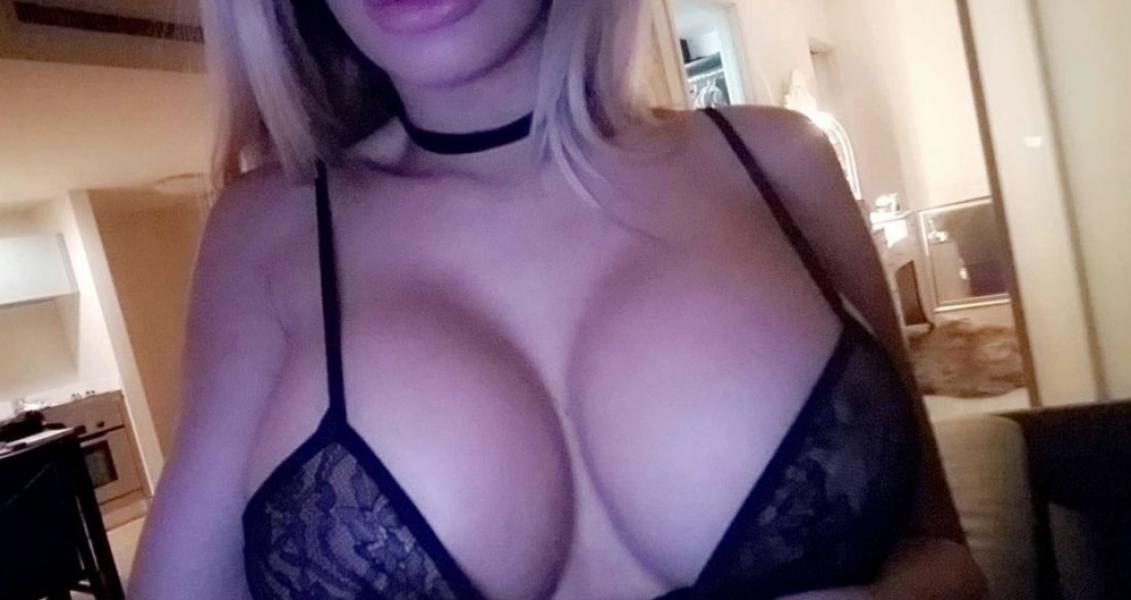 Lyna Perez Nude Sexy Photos 21