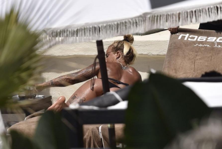 Madeleine Vall Beijner Sexy Topless Photos 6