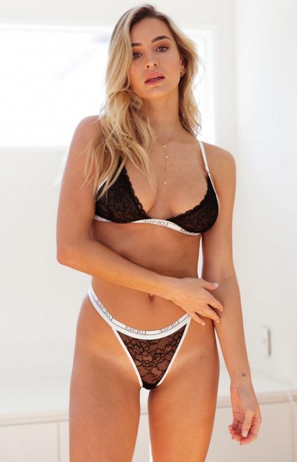 Madi Edwards Sexy Topless Photos 105