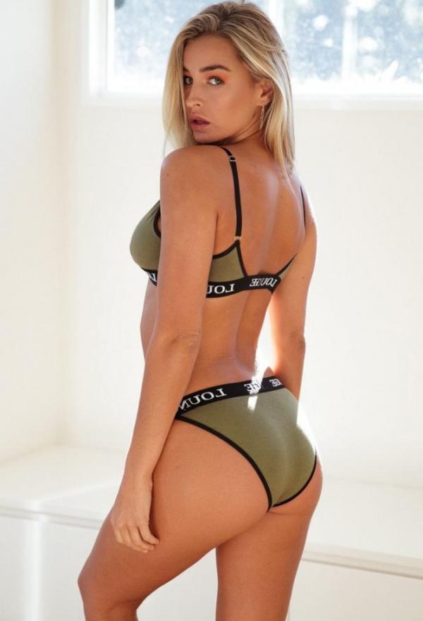 Madi Edwards Sexy Topless Photos 114