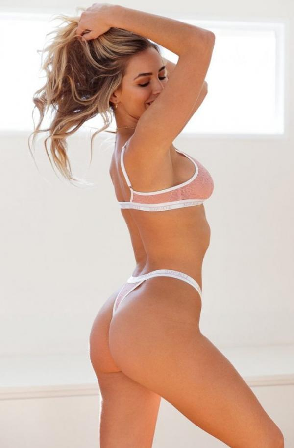 Madi Edwards Sexy Topless Photos 121