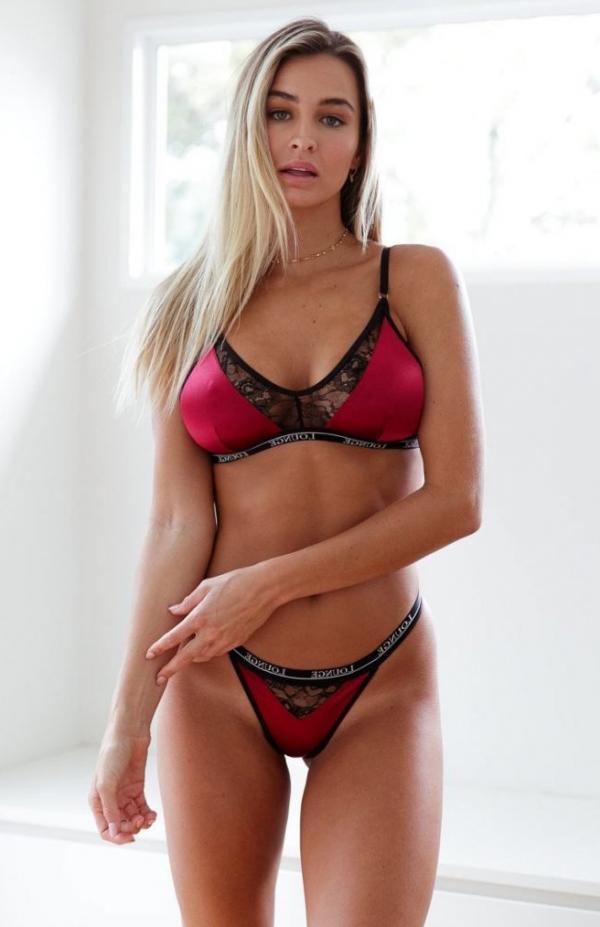 Madi Edwards Sexy Topless Photos 155