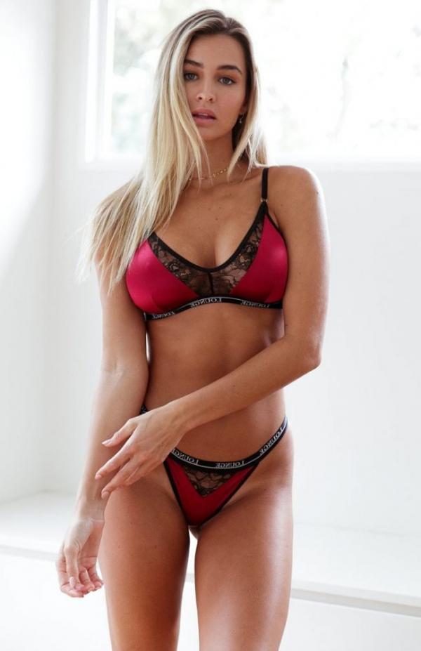 Madi Edwards Sexy Topless Photos 157