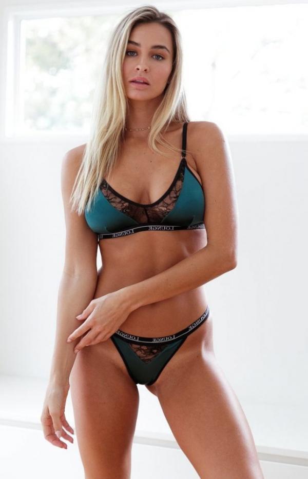 Madi Edwards Sexy Topless Photos 158