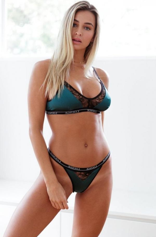 Madi Edwards Sexy Topless Photos 161