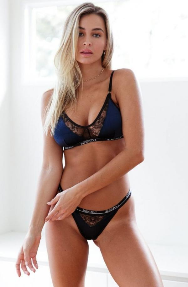Madi Edwards Sexy Topless Photos 166